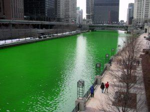 緑色に染められたシカゴ川 (2005) wikipediaより